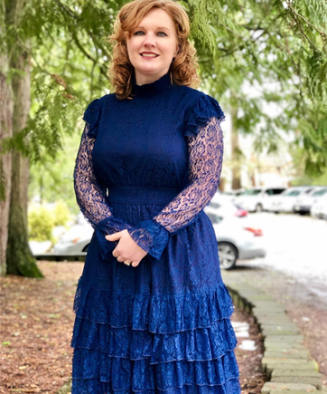 a1516511a38 I saved this one up for today and it s so pretty and girly with puff  sleeves and ruffles. Thanks for being awesome  eshakti